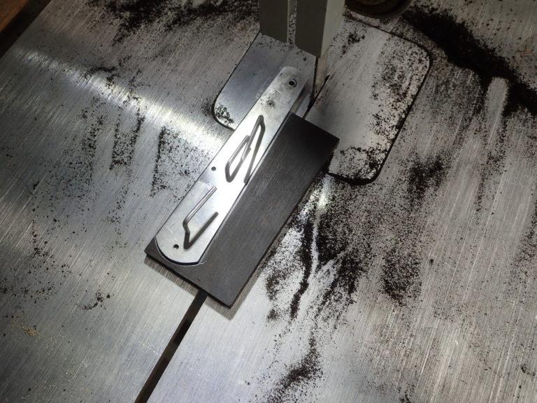 détourage de manche de couteau