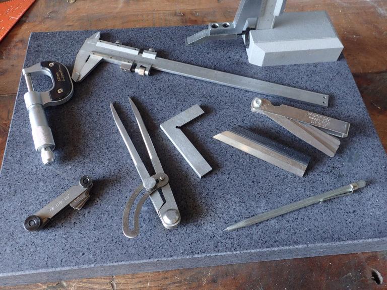 instruments de métrologie, contrôle et traçage (micromètre, trusquin, pied à coulisse, règle à filament...)