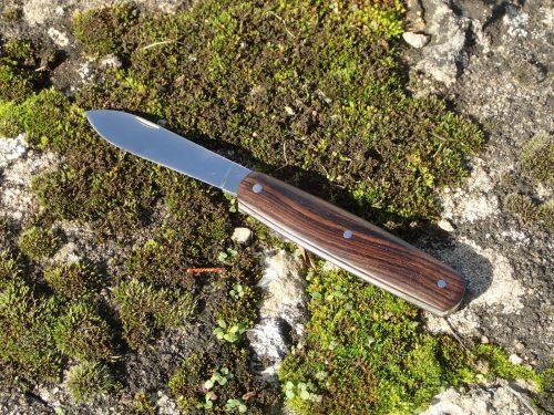 couteau pliant calypso, manche en ébène de Macassar, lame pointe centrée nogentaise